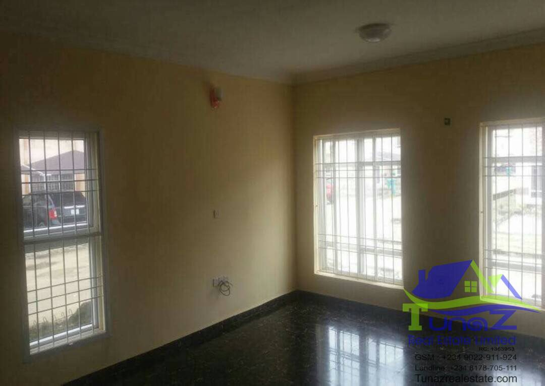 A 4 bedroom duplex in Pearl Nuga back of Shoprite Sangotedo For Sale