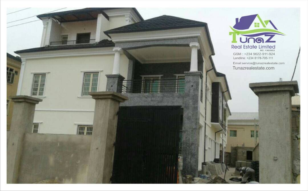 A Massive And Beautiful 5 Bedroom Duplex In Alasia Area Of Lekki For Sale.