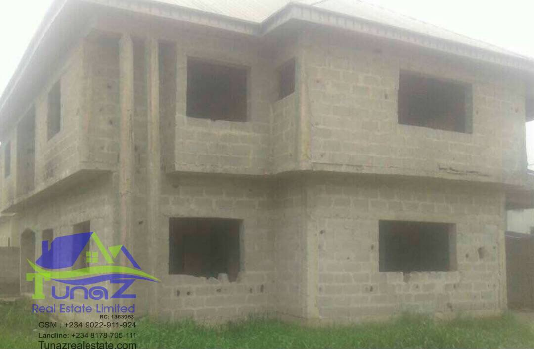 A 5 Bedroom Duplex All Rooms Ensuite. Sitting On 450sqm Of Land For Sale
