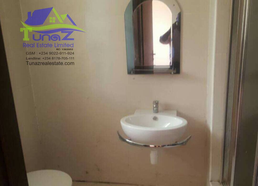 A Luxury 3 Bedroom Flats, All Room Ensuit With A Swimming Pool Situated For Sale
